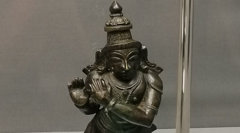 metal statue of Krishna