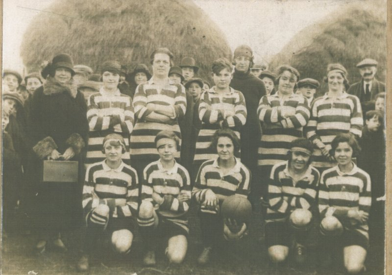group picture of the Darlington Quaker ladies football team, 1927